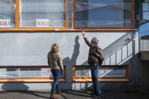 Ikkunaremontti laajeni julkisivuihin, kun kuntotutkimus paljasti vaurioita betonissa.