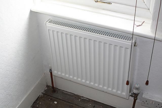Laskemalla huonelämpötilaa asteella voi säästää viisi prosenttia energialaskussa.