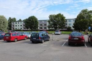 Autopaikat töytyy jakaa oikeudenmukaisesti osakkaiden ja asukkaiden kesken,