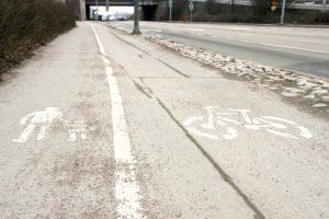 Sulanut lumi jätti hiekoitussepelin normaalia aiemmin kaduille ja pihoille tänä vuonna.
