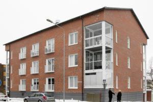 Vanhan kaksikerroksisen talon tilalle nousi uusi kolmikerroksinen talo, jossa on yhteensä 21 asuntoa.