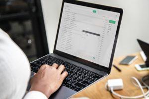 Isännöitsijätodistuksen voi lähettää myös sähköpostilla.