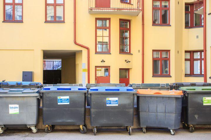 Hyvin suunniteltu taloyhtiön jätekatos edistää kierrätysintoa.