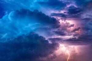 Syysmyrsky on näyttävä mutta joskus myös tuhoisa syksyn sääilmiö.