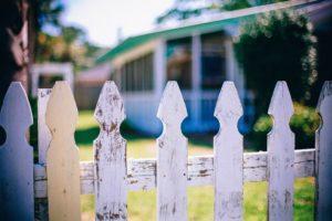 Erilaiset naapurien väliset riidat ja häiriöt voivat mennä oikeuteen saakka.