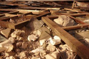 Asbestikartoitus ja asbestin purkutyöt ovat joko taloyhtiön tai osakkaan vastuulla.