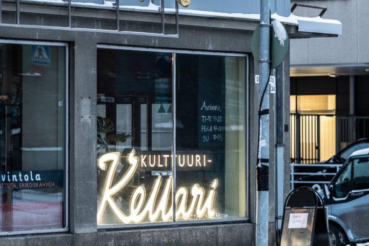 Velkainen liiketila on muuttunut kulttuurikeitaaksi. Savonlinnalaisen As Oy Linnanhovin katutasossa toimii Kulttuurikellari, joka on maakunnan kärkihanke.