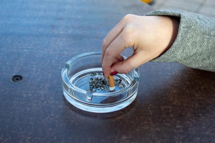 Tupakointikielto taloyhtiöissä halutaan tehdä helpommaksi
