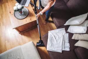 Jos naapurista tai ulkoa kantautuvat äänet häiritsevät, onko jotain tehtävissä? Taloyhtiöissä voidaan parantaa äänieristystä esimerkiksi remontin yhteydessä.