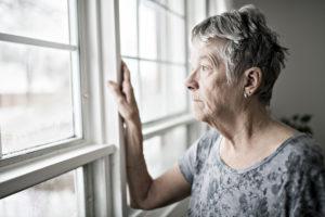 Vanhuksista tehdyt huoli-ilmoitukset ovat lisääntyneet taloyhtiöissä korona-aikana. Myös äänekäs naapuri häiritsee yhä useampaa.