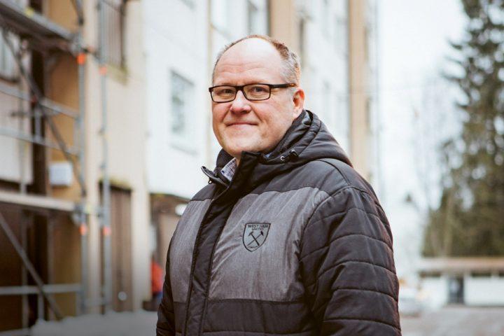 Moni asukas turvautui isännöitsijä Eero Vesaseen, kun lahtelaisessa taloyhtiöissä syttyi tulipalo.