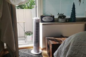 Asuntoa voi helteillä yrittää viilentää tuulettimen avulla