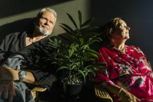 Yhteisöllisen asumisen alueella Lipporannassa asuvat Kari Karp ja Leena Hautala viihtyvät uudessa kodissaan.