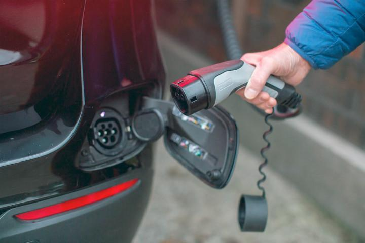 Sähköauton latauspisteet voi myös vuokrata.