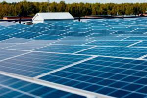 Aurinkopaneelit tuovat taloyhtiölle säästöä